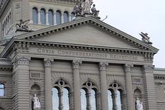 Bundeshaus Bern ( Parlamentsgebäude der Schweizerischen Eidgenossenschaft - Baujahr 1894 - 1902 - Palais fédéral - Palazzo federale ) in der Altstadt - Stadt Bern im Kanton Bern der Schweiz (chrchr_75) Tags: christoph hurni schweiz suisse switzerland svizzera suissa swiss albumzzz201811november november 2018 chrchr chrchr75 chrigu chriguhurni chriguhurnibluemailch sveitsi sviss スイス zwitserland sveits szwajcaria suíça suiza schweizerische eidgenossenschaft stadt city ville kanton altstadt bern bärn berne berna bundeshaus palais fédéral palazzo federale gebäude building archidektur parlamentsgebäude regierungsgebäude regierung parlament sandstein curia confoederationis helveticae confoederatio helvetica helvetia hauptstadt capitol
