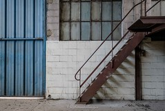 friche industrielle (steflgs) Tags: urbex simple minimalisme minimal stair escalier