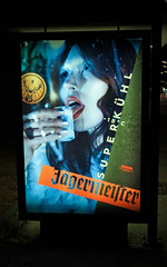 Werbung BVG Haltestelle Bus 15.11.2018 (rieblinga) Tags: werbung berlin wall jägermeister bvg haltestelle bus plakat nachtaufnahme 15112018