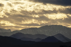 Mountain Glow (CoolMcFlash) Tags: dusk sunset cloud cloudscape landscape mountain sky winter sun sunlight fujifilm xt2 abend sonnenlicht sonnenuntergang himmel wolken wolkenlandschaft landschaft natur sonne fotografie gebirge berg austria österreich oberösterreich photography xf100400mmf4556 r lm ois wr