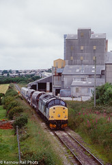 Shunting the Works (Kernow Rail Phots) Tags: kernow parkandillack cornwall 37515 class37 375 tiphook rail cdas caly works train trains railways railway railroad bushes trees branchline freight freightonly thursday 17th june 1999 1990s 1761999 chinaclay railfreight metals livery sectorisation rural industry industrial