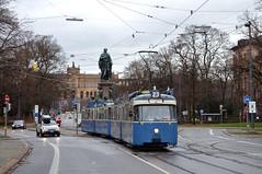 Etwas später am Maxmonument: P-Zug 2006/3004 in der Maximilianstraße (Bild: Peter Gimpel) (Frederik Buchleitner) Tags: 2006 3004 ausrückfahrt linie23 maxmonument munich münchen pwagen strasenbahn streetcar tram trambahn