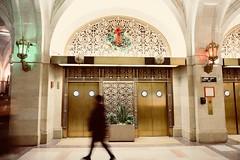 Chicago City Hall & Cook County Building (dangaken) Tags: chicago chicagoil il illinois christmas christmasinchicago december 2018 chi winter holiday holidayseason season cold dec windycity usa fujifilmxt2 fujixt2 fuji fujifilm streetphotography street candid streetphoto