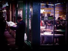 Dumpling King (Vineyards) Tags: london londen dumpling takeaway beijing dumplingking newspaper soho chinatown cityofwestminster chineesgerecht deeg jencafe england china streetphotography night city food