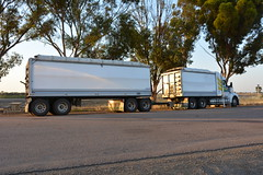 ABC Freighters (quarterdeck888) Tags: trucks truckies transport australianroadtransport roadtransport lorry primemover bigrig overtheroad class8 heavyvehicle highway road truckphotos nikon d7100 movingtrucks jerilderietrucks jerilderietruckphotos quarterdeck frosty expressfreight generalfreight logistics overnightfreight highwayphotos semitrailer semis semi flickr flickrphotos abcfreighters kenworth t610 t610sar kenwortht610sar truckanddog tippers tefco tefcotrailers tefcotruckandquaddog