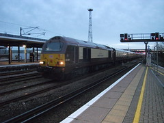 """Diesel locomotive, trailing load 455 tonnes"" (Road-hog123) Tags: 587y 67024 belmondbritishpullman belmond pullman ashford railway train class67 ashfordinternational"