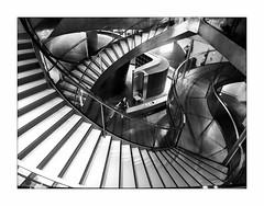 Circonvolutions. (francis_bellin) Tags: vacances nîmes été blackandwhite monochrome bw dame muséedelaromanité noiretblanc escaliers vestiaire 2018 marches olympus