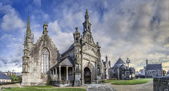 Guimiliau (Bretaña) (arribamarcos) Tags: guimillau finisterre bretaña francia iglesiamedieval calvario panoramica