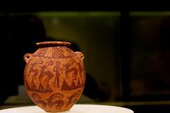 Vaso con representaciones humanas y animales. Arcilla, Periodo predinástico, Nagada II, 3500-3299 a.C., Egipto,