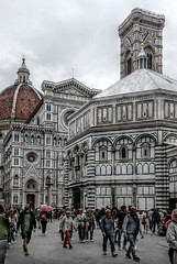 Florence (A_Raven_) Tags: florence firenze toscana italia italy tuscany cathedral architecture architettura town marmo marble street streetphotography people walking cattedrale battistero campanile belltower baptistry