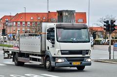 AG88595 (12.10.24)_Balancer (Lav Ulv) Tags: 107227 qstilladsservice trige white daf daflf lf45 45220 e3 euro3 4x2 vibyj vibytorv skanderborgvej rigid 2005 truck truckphoto truckspotter traffic trafik verkehr cabover street road strasse vej commercialvehicles erhvervskøretøjer danmark denmark dänemark danishhauliers danskefirmaer danskevognmænd vehicle køretøj aarhus lkw lastbil lastvogn camion vehicule coe danemark danimarca lorry autocarra danoise vrachtwagen