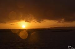 Pentagono solar (Ismael Owen Sullivan) Tags: nikon nature naturaleza natural foto fotografia d5300 galicia digital photography travel landscape horizont horizonte sky sea sun sunset pontevedra paisaje ligth sol atardecer atlantico mar ocean oceano batea red amarillo atlantic
