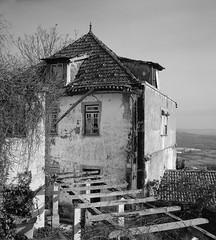 Glories of days past (lebre.jaime) Tags: portugal beira covilhã ptbw blackwhite noiretblanc schwarzweis pb bw nb sw house abandoned kodak portra160120 hasselblad 500cm distagon cf3560