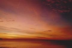 sunset time (omnia_mutantur) Tags: sunset tramonto puestadelsol coucherdesoleil pordosol nizza nice nissa 06 alpesmaritimes mar mare mer sea acqua water agua eau marmediterraneo merméditérannée mediterraneansea red rouge rojo vermelho cielo céu ciel sky nuvole nuvens clouds nuages nubi nubes francia france frança