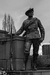 The King's Regiment Monument - Liverpool (frisiabonn) Tags: uk britain great england liverpool merseyside saint john garden memorial monument old bw monochrome greyscale black white empire british south african war soldier rifle army military statue bronze figure