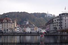 Rathaussteg (Weingarten) Tags: schweiz switzerland svizzera suisse luzern lucerne grauersonntag dimanchemaussade domenicauggiosa lucern greysunday reuss brücke bridge pont ponte rathaussteg