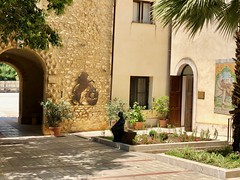 Santa Margherita di Belìce - Atrio del Palazzo Filangeri di Cutò (costagar51) Tags: sicilia sicily italia italy santamargheritadibelice arte storia architettura museo gattopardo anticando agrigento