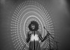 Emilmo (AnneStany) Tags: monochrome noirblanc concert musique music singer
