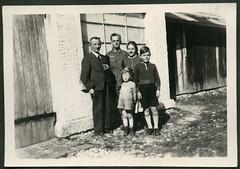 Peter861 WWII, Familienfoto, 1942 (Hans-Michael Tappen) Tags: archivhansmichaeltappen albumb peterhuber 19301930 zigarre opa familie uniform wwii soldat wehrmacht bart schnauzbart