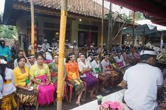 place for the women (kuuan) Tags: manualfocus mf voigtländer15mm cvf4515mm 15mm bali indonesia sonynex5n festival temple preparations ladies women kebaya