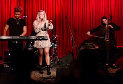 Madison Malone 11/14/2018 #36 (jus10h) Tags: madisonmalone hotelcafe hollywood losangeles california live music concert gig show event performance venue photography female singer songwriter beautiful young 2018 november 14 wednesday nikon d610 justinhiguchi