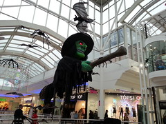 Halloween in Derry October 2017 (sean and nina) Tags: halloween derry londonderry shopping centre city indoor outdoor inside outside dress up spooky witch witches costumes display seasonal festival irish ireland eire eu europe european foyleside
