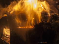 Forged in Fire (cctrilla) Tags: fuego fire llama flame lumbre stove calor heat leña fueñ firewood madera hoguera bonfire wood quemar burn hogar home forjadoafuego forgedinfire arder abstracta abstract salamanca españa spain cctrilla olympus e520 musica music vetustamorla poesia poem