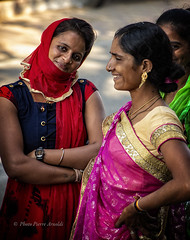 DIU : SOURIRES FÉMININS (pierre.arnoldi) Tags: diu damanetdiu inde in pierrearnoldi photoderue photooriginale photocouleur photodevoyage photographequébécois photographeroninstagram photographeronflickr gujarat on1photoraw2018 canon6d