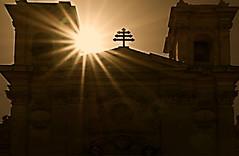 contre jour sur l'architecture religieuse  Ile de Gozo (buch.daniele) Tags: danielebuch soleil contrejour gozo ile malte europe eglise church