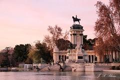 Monumento a Alfonso XII.   Madrid. (blanferblanc) Tags: monumento parque estanque elretiro alfonsoxii rey madrid