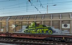 157_2018_10_11_Bremen_Hbf_6152_128_DB_mit_gem_Güterzug ➡️ Oldenburg (ruhrpott.sprinter) Tags: ruhrpott sprinter deutschland germany allmangne nrw ruhrgebiet gelsenkirchen lokomotive locomotives eisenbahn railroad rail zug train reisezug passenger güter cargo freight fret bremen hbf 0440 1x16 1144 1265 6101 6145 6139 6140 6143 6146 6151 6152 6155 6182 6185 6187 6189 6193 7386 boxx ccw db eloc evb hctor hsl itl meg nwb öbb press radve rbh rpool graffiti