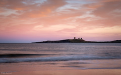 Coloured sunset at Embleton Beach (He Ro.) Tags: 2018 northumberland dunstanburghcastle embleton embletonbay embletonbeach water sea nordsee northsea england uk northeast coast sand bay beach castle castleruins lilburntower sunset colours colourful stunning outdoor seascape landscape longexposure reflections reflectedlight