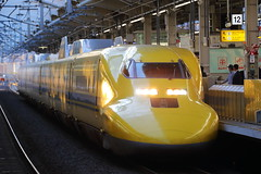 DOCTOR YELLOW ---The high speed test train--- (Teruhide Tomori) Tags: doctoryellow class923 shinkansen bullettrain highspeedtrain train railway railroad kyoto kyotostation japan japon japanrailway jr jr京都駅 新幹線 ドクターイエロー 日本 東海道新幹線 山陽新幹線 高速列車 鉄道 列車 電車