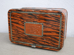 Vintage Faux Wood Tin Lunch Box 1950's ? (beetle2001cybergreen) Tags: vintage faux wood tin lunch box 1950s