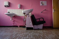 Prendre soin d'eux... (steflgs) Tags: abandoned urbex abandonedhospital