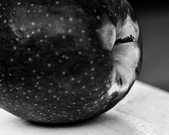 An apple (risaclics) Tags: macro mondays black white vowel 60mmmacro december2018 nikond610 apple macromondays blackandwhite looking close friday manzanas