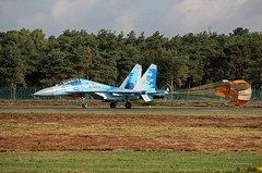 Sukhoi Su-27 Ukranian Air Force landing with two brake parachute at Kleine-Brogel Spotter 7 septembre 20182018-09-07 10-26-09_0204 mod et signée (vincent.lempereur) Tags: su27 airshow aircraft air avions avion chasseur fighter russianfighter plane militaryaircraft militaryaviation military militaryfighter