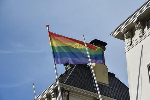 Zutphen - Regenboogvlag op stadhuis