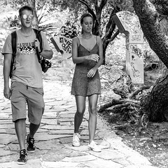 sightseeing trip (every pixel counts) Tags: 2018 couple street people sightseeing tourist girl boy everypixelcounts blackandwhite 11 athens greece square acropolis europa blackwhite capital city eu citysights bw park camera camino