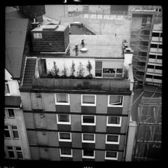 Stadt (tiltdesign2016) Tags: ilfordilfosol319 ilfordhp5400asa 400800 analogphotography bw adoxgolf63 canoncanoscan9000f mittelformat wuppertal elberfeld stadt stroll regen fassade