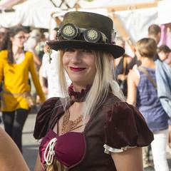 IMG_3162R (leroux.maximilien62) Tags: mervillefranceville calvados costume normandie normandy france frankreich fantasy brillen lunettes goggles hat hut steampunk smile sourire lächeln lipstick cidreetdragons