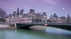 La mairie de Paris (_cedric_) Tags: eos7d paris france hoteldeville canon 1024mm art lune flickrunitedaward