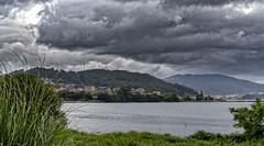Por la Ría de Vigo. (Fotgrafo-robby25) Tags: españa galicia lugares montesymontañas nubes ríadevigo árbolesyarbustos