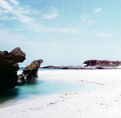 Is this the paradise? (Franfly Tell (ON-OFF)) Tags: mare bagnasciuga litorale acqua spiaggia somalia africa mogadisho costa natura oceano equatore estate libertà paesaggio baia roccia nuoto cielo