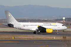 EC-MIQ A319-111 Vueling Airlines (eigjb) Tags: lemd madrid barajas airport aeropuerto international jet transport airliner aircraft airplane plane spotting spain espana 2019 ecmiq a319 vueling airlines airbus aer lingus a319111 eiepr eckev iberia iag carrier