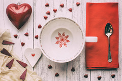 326/365: Shades of red (judi may) Tags: 365the2018edition 3652018 day326365 22nov18 shadesofred flatlay stilllife red christmas christmasmug cup hearts snowflake tabletopphotography canon5d 50mm matte