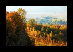 Herbstlandschaft mit Kirche (linke64) Tags: germany gebäude deutschland dorf landschaft wald feld natur thüringen turm bäume berge baum felsen rahmen herbst häuser kirche jahreszeiten krölpa