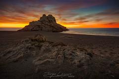 Un amanecer brillante (www.jorgelazaro.es) Tags: provinciadetarragona españa es piedra sol mediterraneo cielo sunrise mar nubes landscape jorgelázaro costa naturaleza olas torn agua paisaje playa