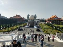 2019-01-24 15.02.28 (albyantoniazzi) Tags: taipei 台北市 taiwan 中華民國 asia roc china island travel city kaws art graffiti installation inflatable