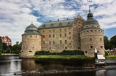 212-1 (Andre56154) Tags: schweden sweden sverige himmel sky wolke cloud schloss castle wasser water gebäude building örebro wasserschloss